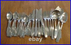 33 Pcs Oneida Community Stainless PAUL REVERE With Serving satin
