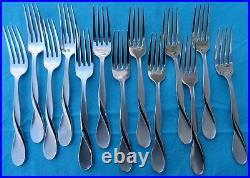 69 Piece Set Oneida Heirloom Satin Aquarius Flatware Silverware Stainless Steel