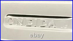 NEW 20 Pc Oneida CIRCUIT 18/0 Stainless Flatware Set Glossy /Satin Line Pierced