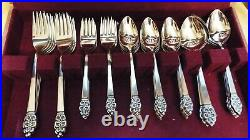 Nordic Crown Deluxe Oneida Stainless 81 Pc Set Service For 12 + Serving Set