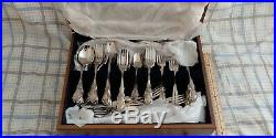 Oneida Distinction Deluxe HH Stainless Steel Flatware Set lots of Pieces