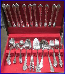 Oneida Stainless Steel Flatware Satinique Service for 11, 71 total Pieces WithBox