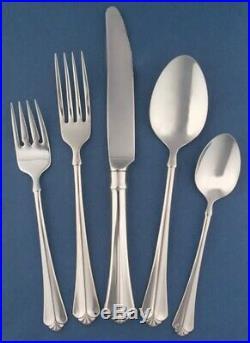 Oneida julliard 75 pc excellent condition stainless steel flatware set